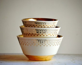 Vintage Mixing Bowl Set - Flare Ware by Hall China - Gold Lace - Holiday Decor