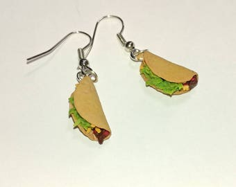 Taco Tuesday earrings. Hand sculpted food jewelry. Made to order, dollhouse miniature taco food earrings, tiny taco earrings, dangle earring