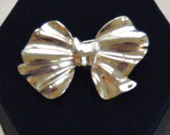 Pretty Vintage Gold tone Bow Brooch