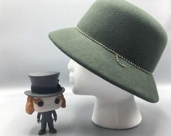 Green felt cloche hat with Brillantitos strip