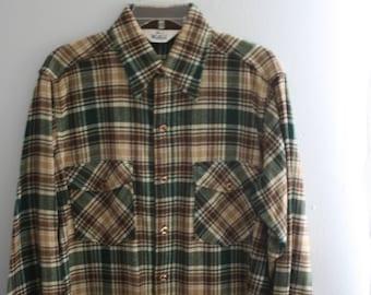 Vintage Woolrich Overshirt / Mens Plaid Shirt Wool Jacket / Large / Green and khaki