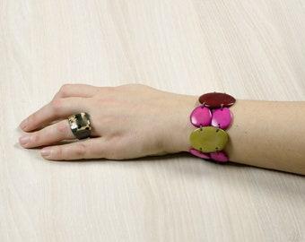 Dark green LULA pistachio/Fuchsia/red bracelet - jewelry / Tagua / vegetable ivory / natural / ethical / fair trade / woman / Ecuador