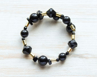 Black Bracelet, Beaded Black Gold Wrap Bracelet, Vintage Lucite Stone Jewelry, Geometric Memory Wire Bracelet, Lightweight Neutral Bracelet