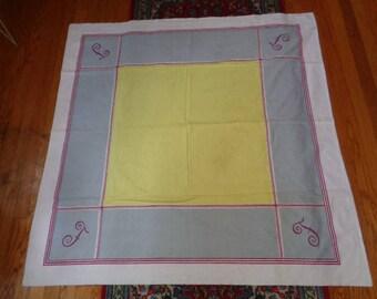 "Charming Mid Century  50"" X 50"" Vintage F Design Cotton Tablecloth Table liens"