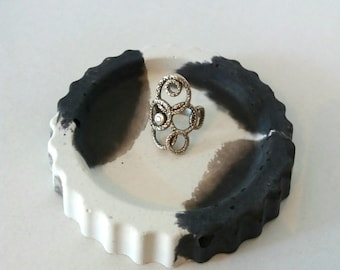 Ring Dish/Wedding ring holder/Ring Holder/Ring Bowl/Concrete ring dish/white ring dish/Gift for her/Gift for mum