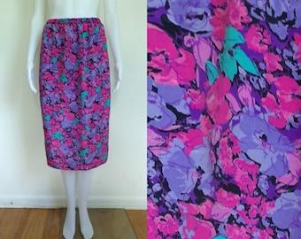 80s floral skirt size medium / large, purple pink flower print lightweight skirt, 1980s preppy straight pencil skirt