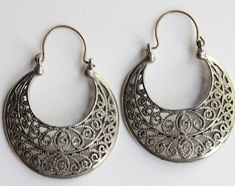 Vintage Silver Filigree Crescent Earrings . Unsigned