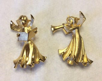 Vintage gold toned metal Christmas angels brooch set. Free ship to US