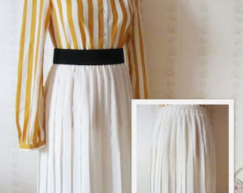 Vintage Cream Pleated Skirt  / size S-M