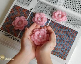 Crochet Flowers Appliques with Pearls Center Set 5 Pieces Scrapbooking 2D Flower Applique Scrapbook Decorations Craft Supplies