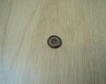 small wood effect button round shape