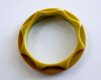 Vintage Carved Pea Green Bakelite Bangle