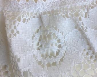 1 3/4 yard Ruffled white Wright's Lace Trim yardage. 2 inch wide. Costume/dress/sewing/edging dress/lingerie, sewing embellishment