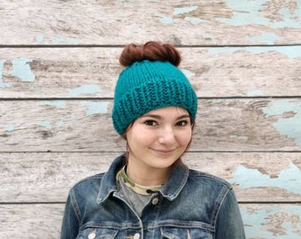 Knitted Messy Bun Hat, Messy Bun Beanie, Messy Bun Hat, Knit Ponytail Hat, Chunky Messy Bun Hat, Ponytail Beanie, Knit Ponytail Hat