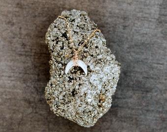 Upsidedown Halbmond Mond Halskette, zierliche Horn-Edelstein-Anhänger, Gold, Rose, Sterling Silber, böhmische Layering Kette - Moonbeam