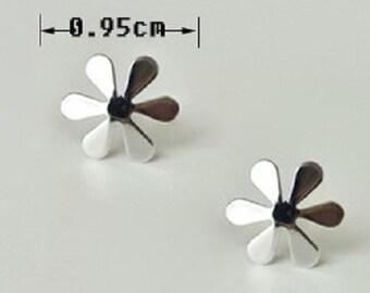 sterling silver flower stud earrings, flower earrings, flower stud earrings,flower earstuds, daisy earrings,daisy stud earrings,daisy flower