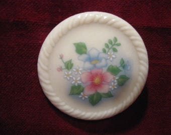 """Signed Avon Spring Bouquet FL0RAL PORCELAIN PIN BROOCH  1  5/8"""" Ivory Off White Flower, Vintage 1984 Jewelry Pink Blue Twisted Rope Edge 949"""