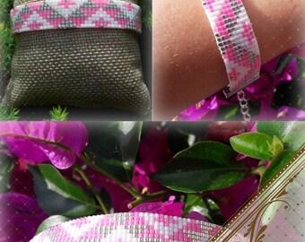 Woven bracelet in Miyuki Delica beads. Super trendy, perfect layering.