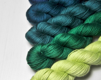 Frog breeding season - Gradient of Silk/Cashmere Fingering Yarn