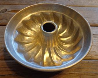 Vintage Aluminum Bundt Pan/Jello Mold, 1950's - Vintage Baking Pan - Vintage Bundt Pan - Vintage Kitchenware - Aluminum Bakeware - Farmhouse