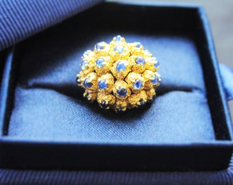 Retro Sapphire and Yellow Gold Cluster Ring