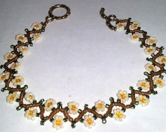 """Old Fashioned Colors Daisy Chain Beadwoven Bracelet - 7-1/2"""""""