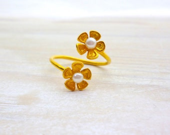 Flower Pearl Ring, Flower Ring, Pearls Ring, Adjustable Ring, Simple Ring, Minimal Ring, Dainty Ring, Chic Ring,Bridesmaid Gift,Her Birthday