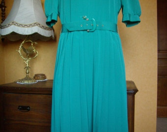 french Vintage 1980's, dress, spring, size 42/M, short sleeves, pleated skirt Sun, light green