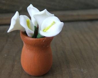 1 Mini Pot of Calla Lillies