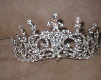Extraordinary Rhinestone Tiara Crown