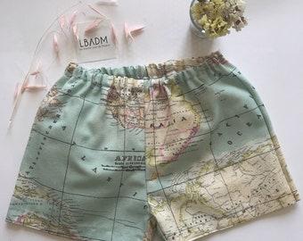 Pantalón corto Bebé. Pantalón bebe. Pantalón tela mapa. Shorts Bebé. Pantalón corto. Ropa para Bebé. bermudas bebe. pantalón con goma. mapa