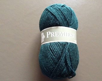 Pine Green color yarn