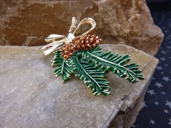 Holiday Pine Bough with Pinecones Gerry's Vintage Timeless Good Cheer Pin