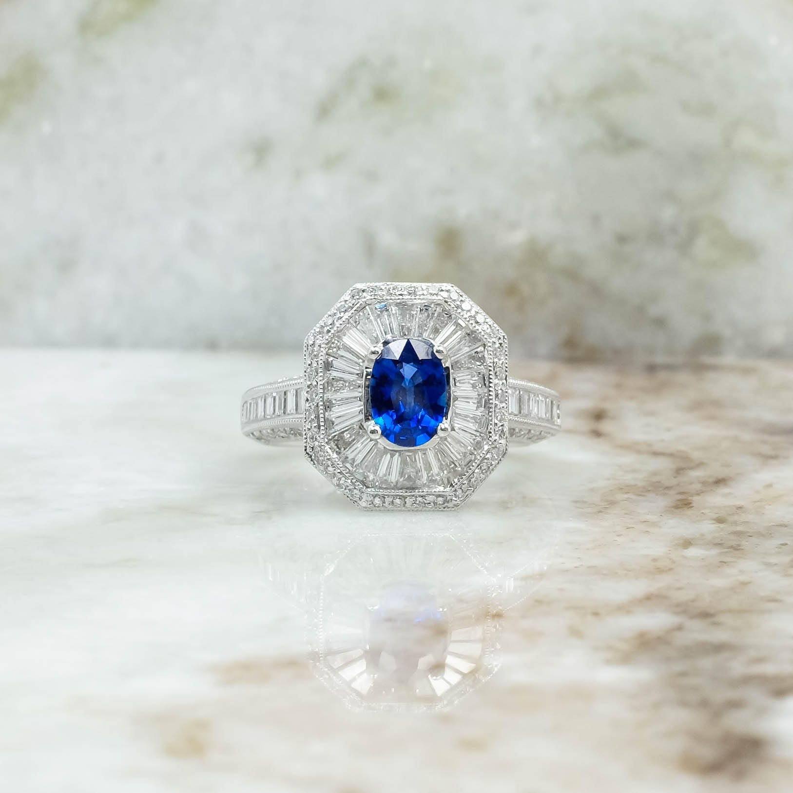 The purity of the diamond determines the chic and sophistication of the whole decoration
