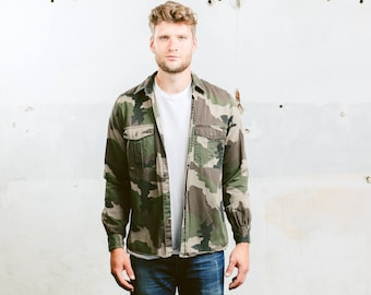 Vintage Military Shirt . Men's 90s Camouflage Camo Army Shirt Green Long Sleeve Cotton Button Down Shirt Boyfriend Gift . size Medium