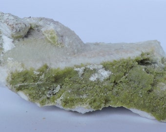 Clinozoisite on prehnite  from the Los Serranos Quarry, Albatera,Spain