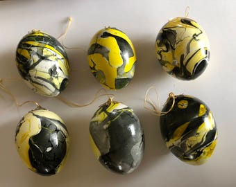 Hollow blown eggs (6) marbled in black and gold, ready to hang