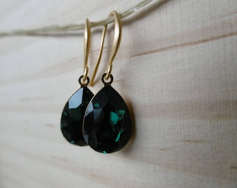 Gold tone with green Swarovski earrings / / Valentine's day gift / / for her / / Green earrings