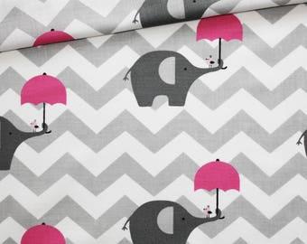 Tissu éléphant, 100% coton imprimé 50 x 160 cm, motif éléphants gris avec parapluie rose sur un chevron