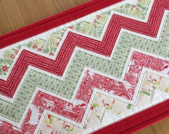 Quilted Table Runner, Christmas Table Runner, Holiday Table Topper, Fabric Table Runner, Festive Table Mat, Christmas Table Centrepiece
