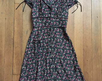Vintage 1990s Betsey Johnson floral dress // 40s style dress
