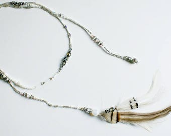 Necklace with long natural feathers and beads