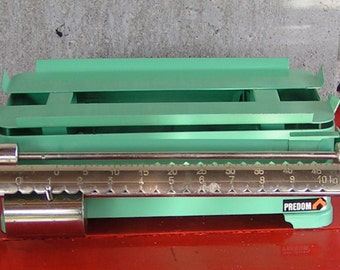 60s PREDOM Industrial Green POLISH SCALE Metal in Kilograms to 22 Pounds Tools Equipment Repurpose