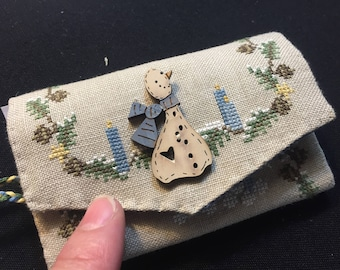 Winter Pouchette by Sara Guermani (Includes wooden snowman button)