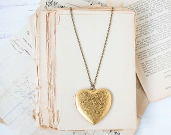 Gold Heart Locket Pendant Large Heart Necklace Valentine Locket Gift for Her Anniversary Gift Gold Heart Pendant Gift for Mom Vintage Locket
