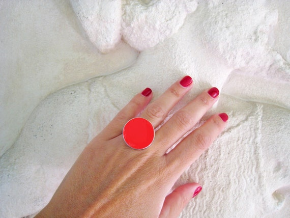 Red ring, red resin ring, round ring, ruby red solitaire ring, color block jewelry, pop modern minimalist red glass ring, big chunky ring