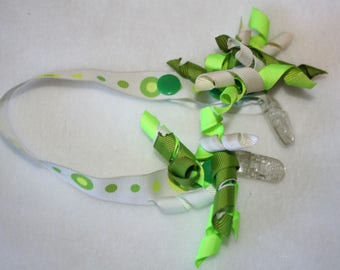 Bib  Clip ...with Interchangable corkers,, green dots