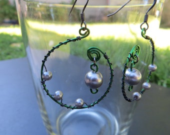Green wire earrings with silver beads