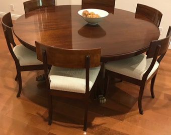 Gorgeous Therien and Co. Round Mahogany Dining Table with Expandable Leafs & Chairs