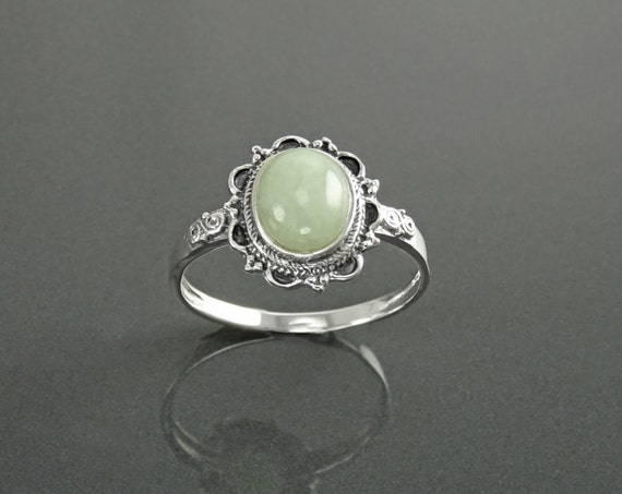 NATURAL Jade Ring, Sterling Silver, NOT-DYED Light Green Jade Gemstone, Dainty Stone Ring, Midi Oval Ring, Pretty Victorian Antique Jewelry